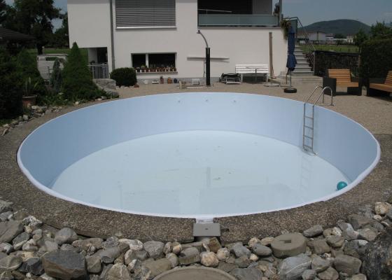 SchwimmbadSanierung Mit Beschichtung Oder Folienauskleidung Ibatec AG - Pool fliesen oder streichen